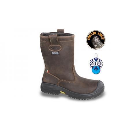 bota z mazaného nubuku, vodotěsná, s membránou Thinsulate™ a trvanlivou pryžovou podešví VIBRAM®. Podšívka z pravé kožešiny